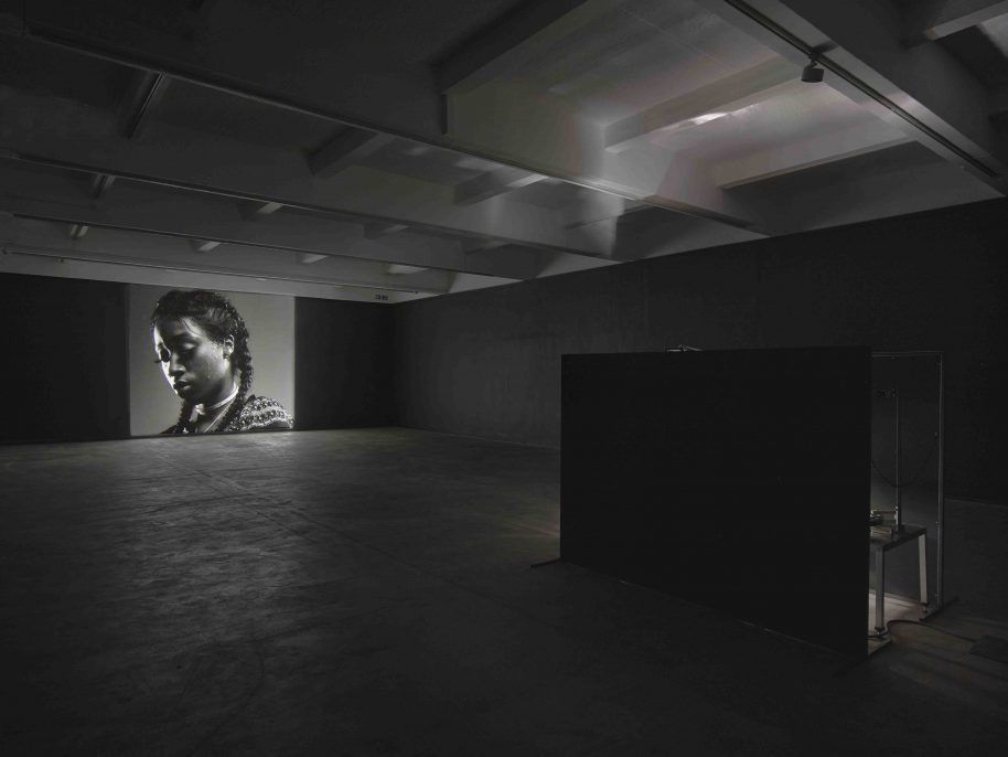 Luke Willis Thompson,autoportrait,(2017). Installation view, Chisenhale Gallery 2017. Commissioned by Chisenhale Gallery and produced in partnership with Create. Courtesy of the artist. Photo: Andy Keate.