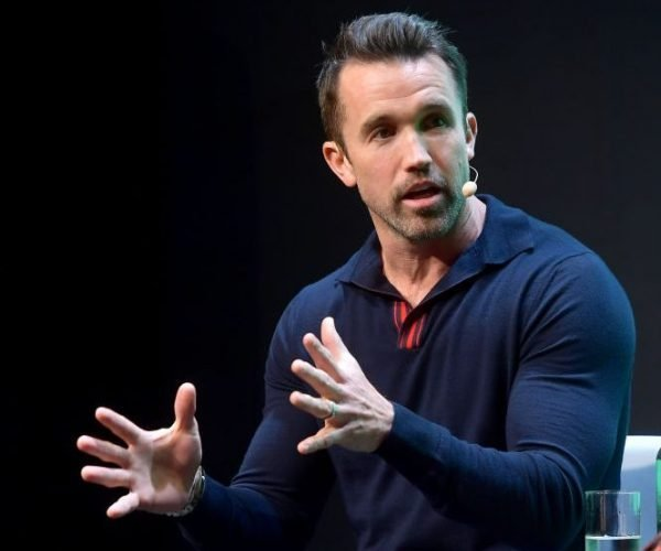 Mandatory Man: 'It's Always Sunny' Star Rob McElhenney Tells Ryan Reynolds Dudes Appreciate His Muscles More Than Women, Plus Hilarious Jokes About His Men's Health Cover