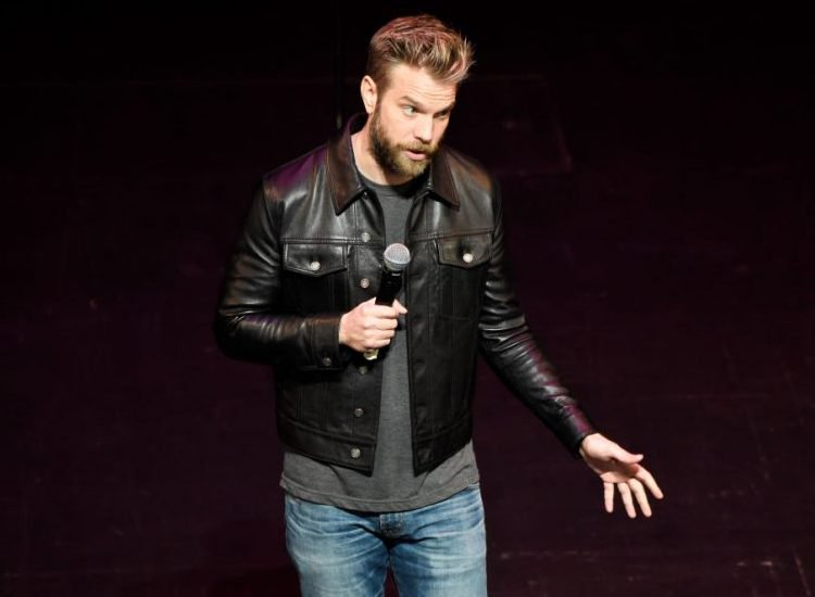 Anthony Jeselnik's New Netflix Comedy Special Is Pure 'Fire'