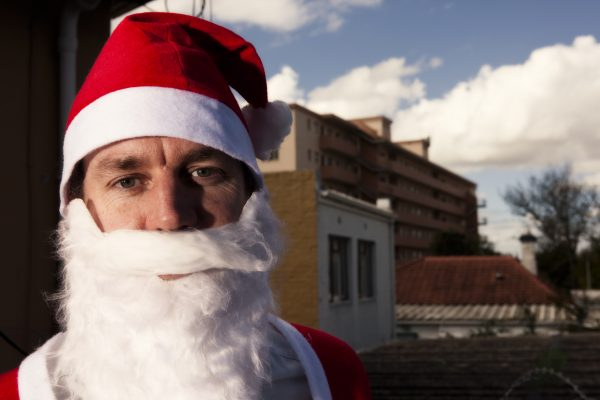 Meanwhile in Florida: Overly-Eager Holiday Lover Sits Atop Family's Roof in Nothing But Underwear, Christmas Drills in Progress