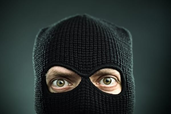 Plot Twist: Bank Teller Robs Customer After Large Cash Withdrawal, Steals Their Free Sucker, Too