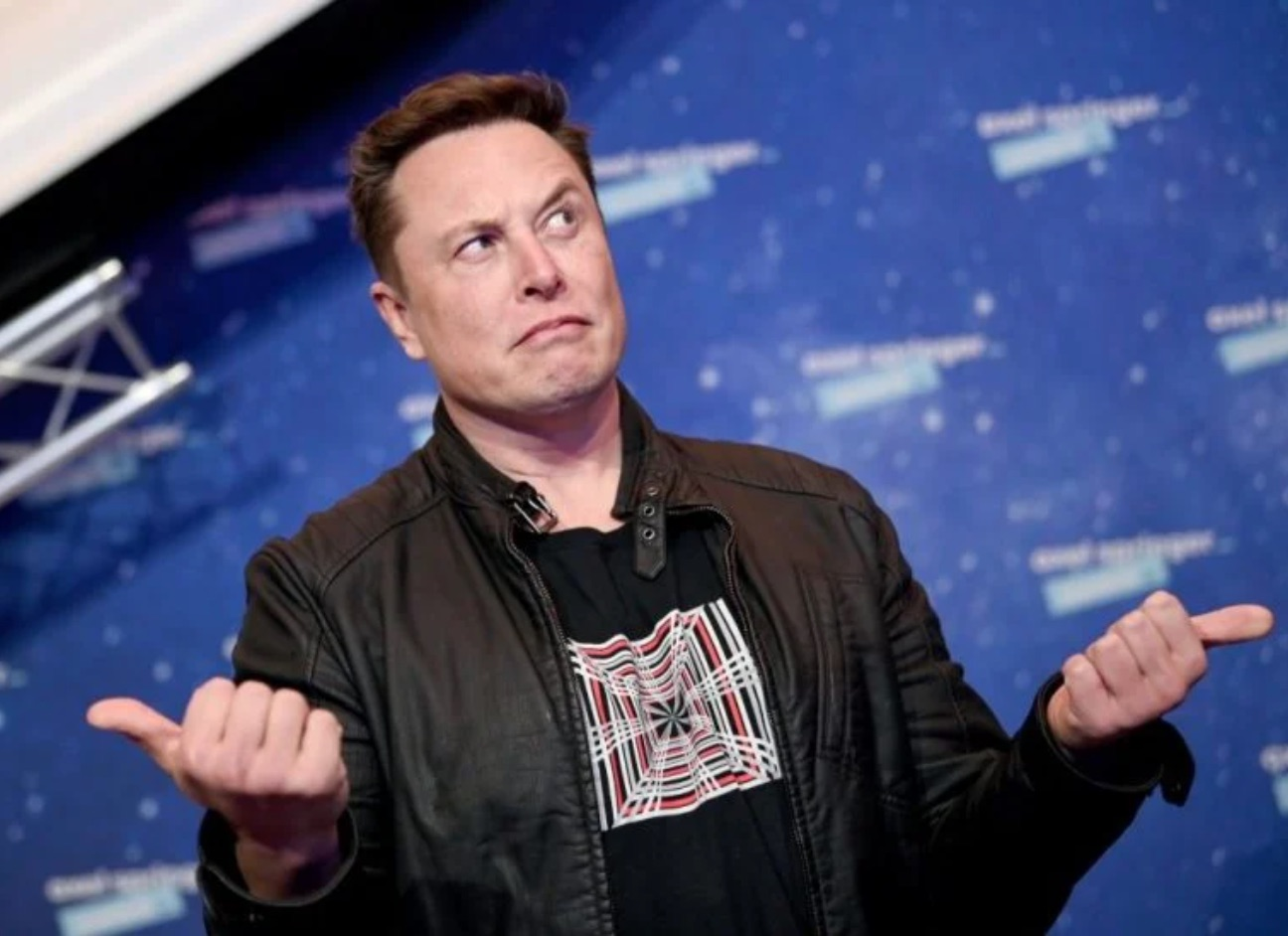 Elon Musk Changes Twitter Avatar to Picture of Fork in the Road, And Now the Internet Is Having a Panic Attack (Another One)