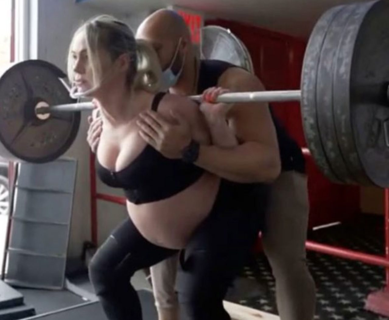 Pregnant Woman Posts Photo Lifting 315 Pounds, And the Jealous Instagram Trolls Come Crawling