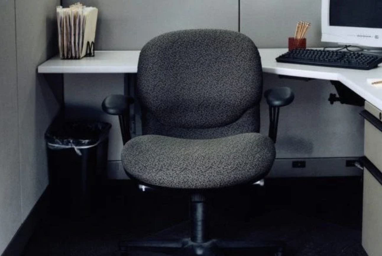 'Lightly Shat Office Chair' For Sale on Facebook Is Very Definition of a Statement Piece, Now Turn That Brown Upside Down